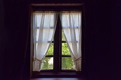 Tras la ventana - Behind the window