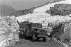 1945- Authion- Un camion GMC de la 1re DFL (Division Française Libre) pénètre en Italie par le col de la Lombarde -ECPA