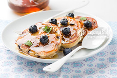 pancakes with blueberries photo by Yevgeniya Shal