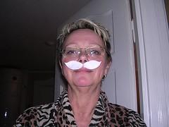 Jag-Vm mustasch liten