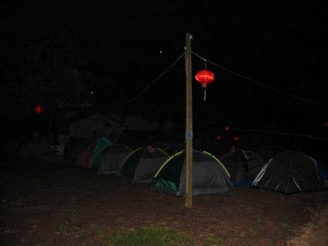 晚上我们住帐篷(our tents)