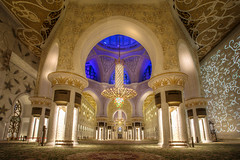 Inside the Sheikh Zayed Mosque photo by iwillbehomesoon