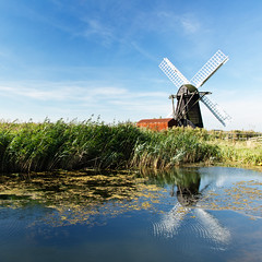 Smock Mill, Herringfleet, Norfolk photo by Simon Hayland