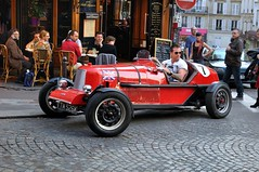 Paris Montmartre : English red car  -  4/4 photo by Pantchoa