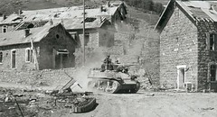1945- Authion- Reconstitution de l'assaut de Cabanes-Vieilles par l'ECPAD.