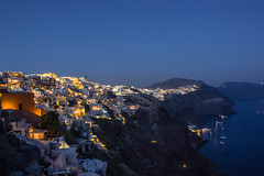Oia,Santorini by night photo by Vagelis Pikoulas