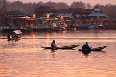 Dusk in the Middle of Dal Lake photo by Sayid Budhi