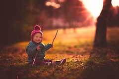 Dazzled baby in the sunset photo by njumjum