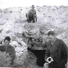 1942- Bir Hakeim- Santé- Abri -Sergent Capelle AHS en haut Albert  et à droite Pierre Mergier- France reniassante