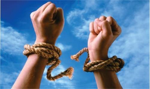 その鎖を解き放ち自由を手に入れるために