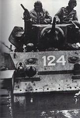 1944- chars légers du RFM soutenant les tirailleurs source : Musée des fusiliers- Paul  Gaujac.