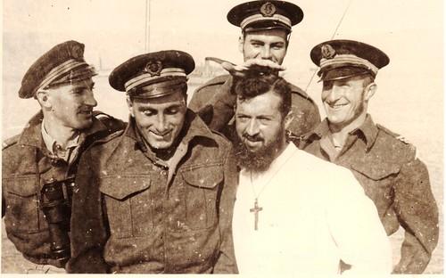 RFM - A bord du Thysville à Pointe Noire 1941 Avec le révérend Père LACOIN -fonds Henri  Fercocq