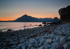 Boulders on Elgol Beach photo by S i m o n . M a y s o n