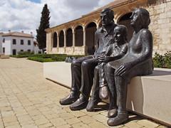 Familia......... Pero donde ??? * En Torres de la Alameda (Madrid) photo by jacilluch