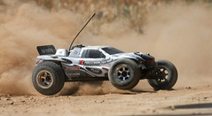 dirt track RC race photo by ietion