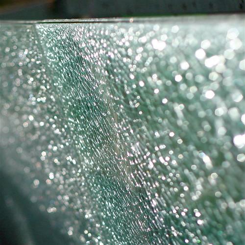 Barrière de verre brisée