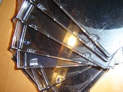 Alguém tem ideias para reutilizar caixas de cd's?