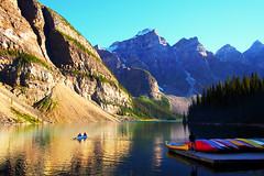 Canoeing on Moraine Lake photo by どこでもいっしょ