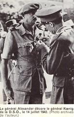 1942 - Libye- Koenig décoré par Alexander juillet 42
