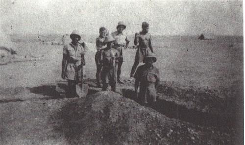 BP- Libye creusement d'une tranchée -Mémoires de Roger Ludeau
