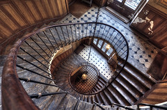 staircase photo by Olympe B.