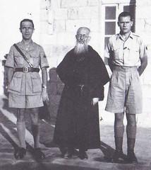 Santé- Pierre Mergier a droite- source   Le Service de Santé de la France Libre, 1940 à 1943 de Guy Chauliac