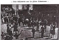 1944- Provence- Hyères - Joie délirante sur la Place Clémenceau - La 1ère DFL dans le Var août 1944- Pierre Tropet conservateur du Memorial de Hyères