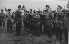BM 24- 1945 - Chelles- Général de Gaulle et Coffinier commandant le Bataillon de marche n° 24
