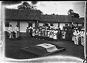 1940 - Obseques free french campagne du Gabon près de  lambarene