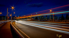 Traffic light trails 光的弧線 photo by T.ye