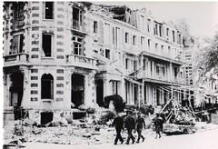 38- 15 avril 45- Attaque de Royan-  un tirailleur du BM 2 et ses prisonniers - Fonds Amiel