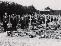 43- 29 juin 1945- BM 2- Cimetière de Retaud - Fonds Amiel