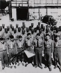 62- 18 juin 1945 - Fanion  et les cadres de la 7e cie du BM 2 - Fonds Amiel