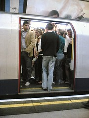 17:50 : Next train's packed full too