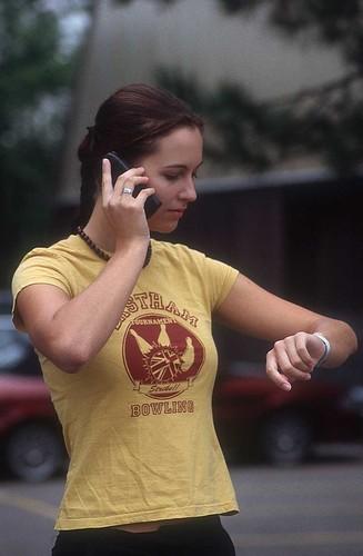 woman-mobile-m6g