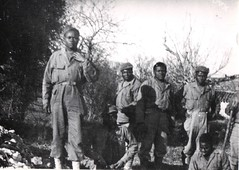 7- Le caporal  Bomaya aux avant postes avec son équipe- Fonds Amiel