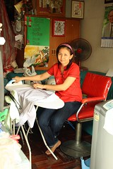 woman ironing photo by the foreign photographer - ฝรั่งถ่