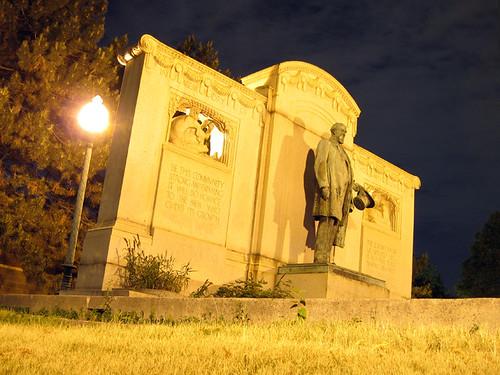 Uptown Statue 3269