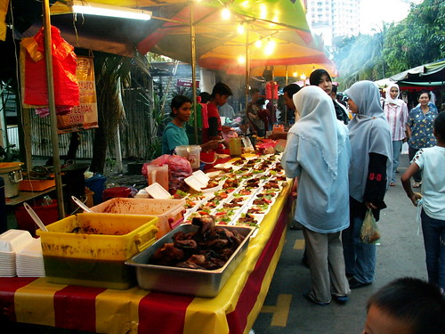 if you love pasar ramadhan then you will love the pasar malam at jalan