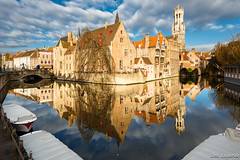 Early morning mirror in Brugge photo by Loïc Lagarde