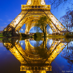 Pool Mirror on Eiffel Tower by night photo by Loïc Lagarde