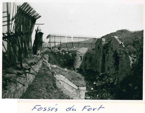 AUthion 1945 -  fossés du fort de Mille fourches-  Fonds François Engelbach