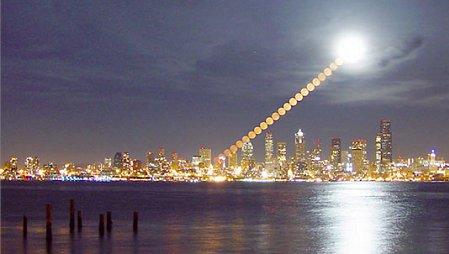 Luna sobre Seattle