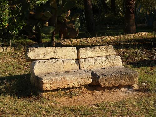 Asiento de piedra