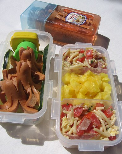 Toddler lunch with octodogs お弁当