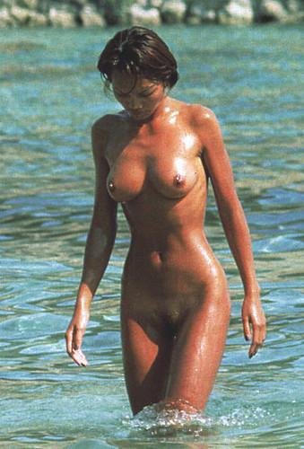 desnudo de two yupa