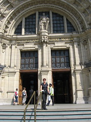 Rodrigus and Linda outside the V&A London
