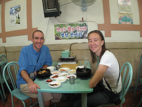 Dinner with Christine, a French traveller staying at the same dinky hostel as me / 僕と同じホステルで泊まっていた、クリステーんさんというフランス人の女性。