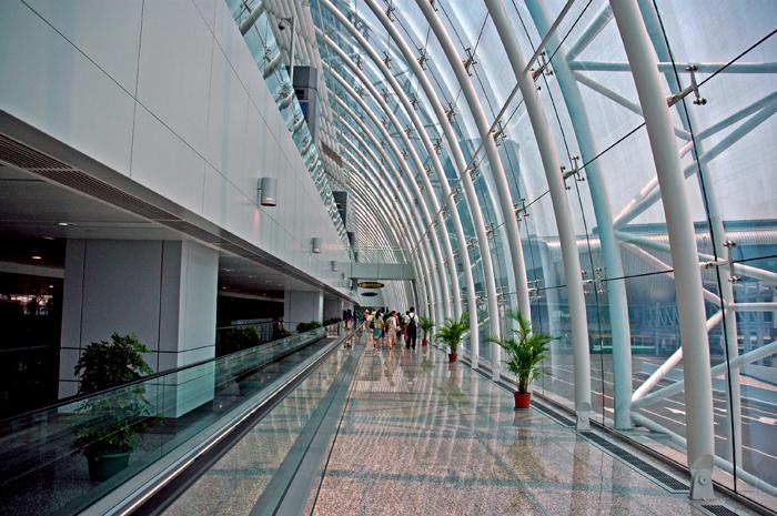 迷宮般的機場廊道