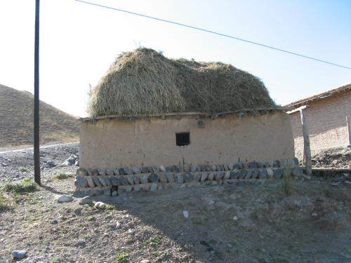 Clay brick sheds and houses on the way to Houxia, China / 土壁家 - ホウシャ町へ向かって(中国)